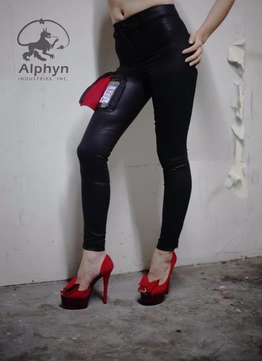 Alphyn Industries: Jeans mit transparenter Smartphone-Hosentasche (Delta415 Wearcom Jeans)