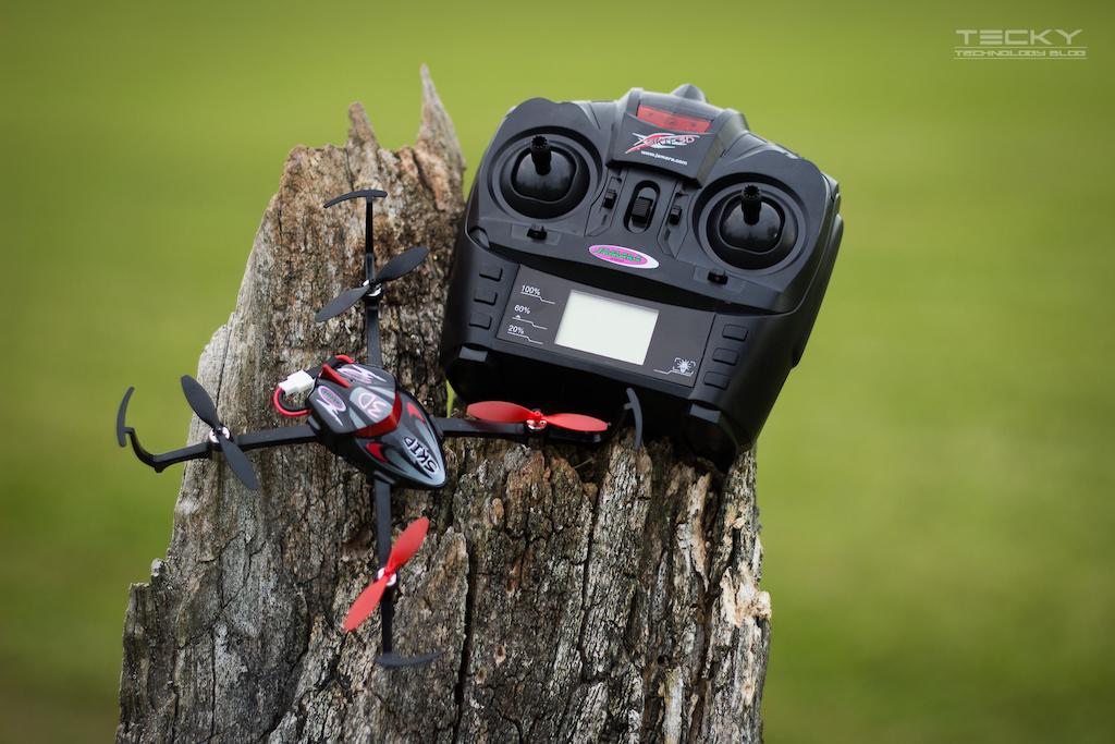 Toll Sind Die Besonderen Kunstflug Funktionen Des Skip 3D Per Knopfdruck Dreht Sich Der Quadrokopter Um Und Kann Dann Auf Dem Kopf Fliegen